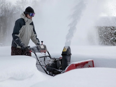 5 Reasons why You Need To Replace Your Snow Shovel with a Snow Blower Picture